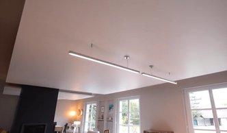 фото сатиновый потолок в спальне